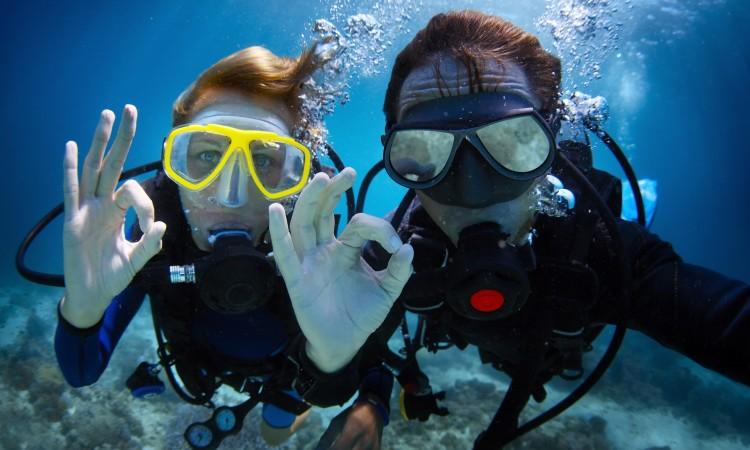Scuba diving at Tortuga Island, Makanas Bungalows Santa Teresa